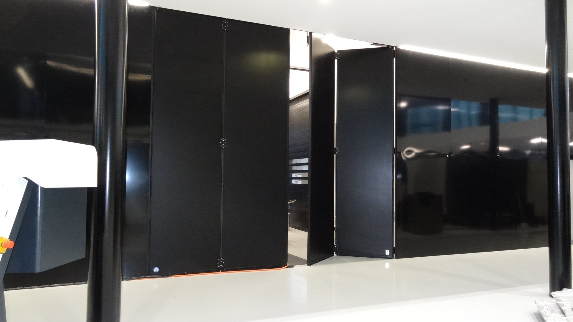 falttore stahlt ren f r innen und au en t ren aus stahl haust ren aus stahl industrietore. Black Bedroom Furniture Sets. Home Design Ideas