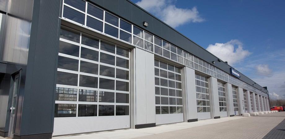 Portoni ad apertura verticale porte in acciaio porte - Portoni di casa ...